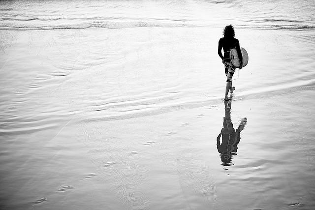 surfer-926339_640